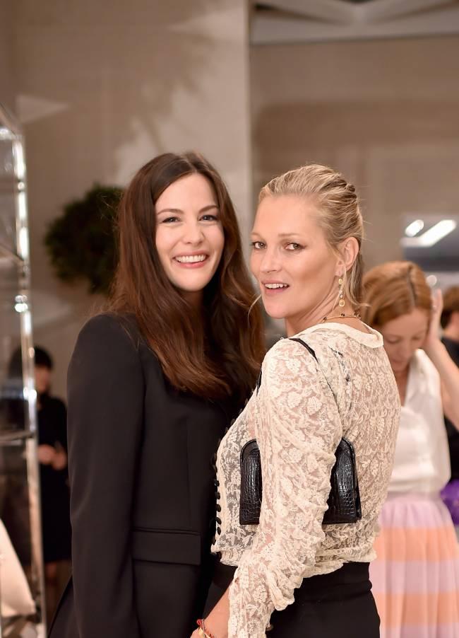 Лучшие подруги: Кейт Мосс и Лив Тайлер на вечеринке в Лондоне