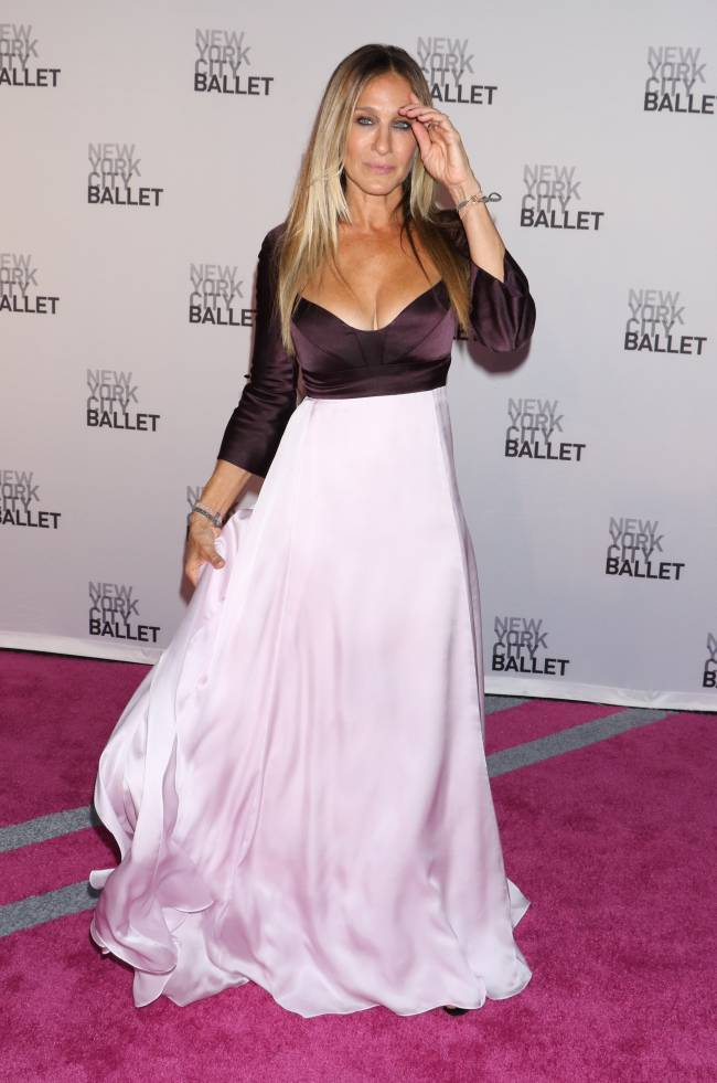 Изысканная красота: Сара Джессика Паркер блистает в нежном платье Narciso Rodriguez