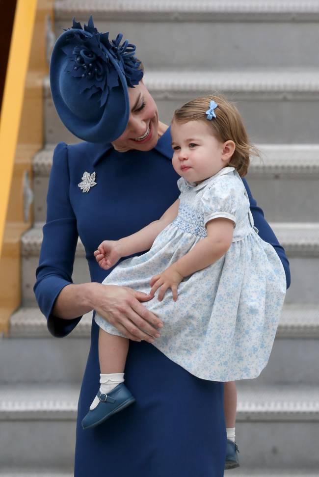 Принц Уильям и Кейт Миддлтон с детьми прибыли в Канаду