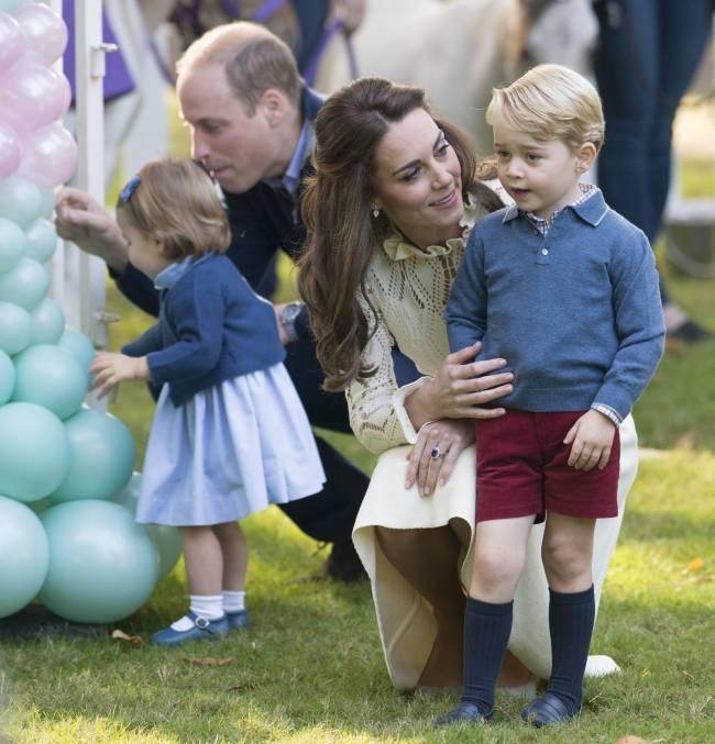 Новые умилительные фото принца Уильяма и Кейт Миддлтон с детьми взорвали сеть