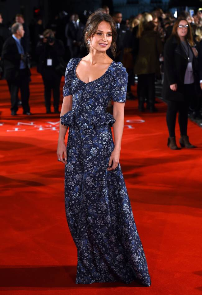 Алисия Викандер заворожила публику элегантным платьем от Louis Vuitton