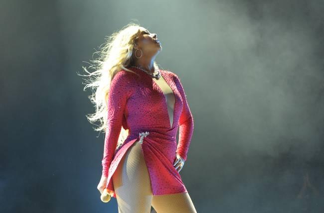 Мэрайя Кэри взорвала публику сверхсексуальным нарядом на концерте