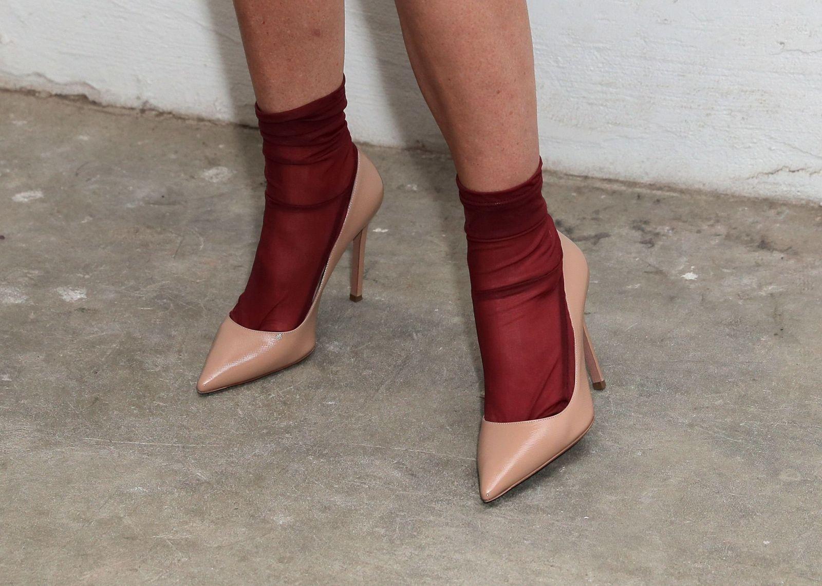 Сама изысканность: Деми Мур покоряет публику модным нарядом