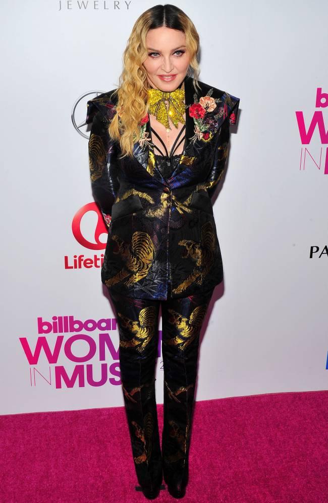 Мадонна обескуражила публику нелепым нарядом