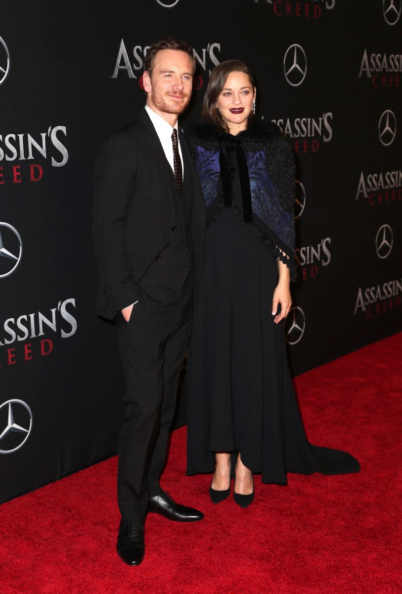 Майкл Фассбендер и Марион Котийяр посетили премьеру фильма Assassins Creed Кредо убийцы