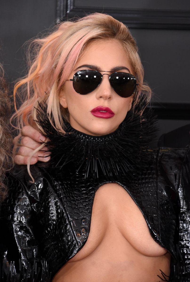 """Смело: Леди Гага появилась на """"Грэмми"""" без нижнего белья"""