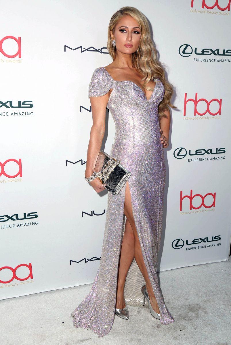 Словно бриллиант: Пэрис Хилтон восхитила блестящим платьем