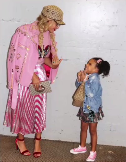 Словно куколки: Бейонсе позирует с малышкой-дочерью Блу Айви
