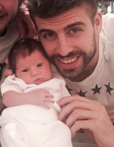 В сети появился первый совместный фотоснимок Жерара Пике с сыном Сашей