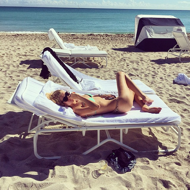 Тони Гаррн на пляже