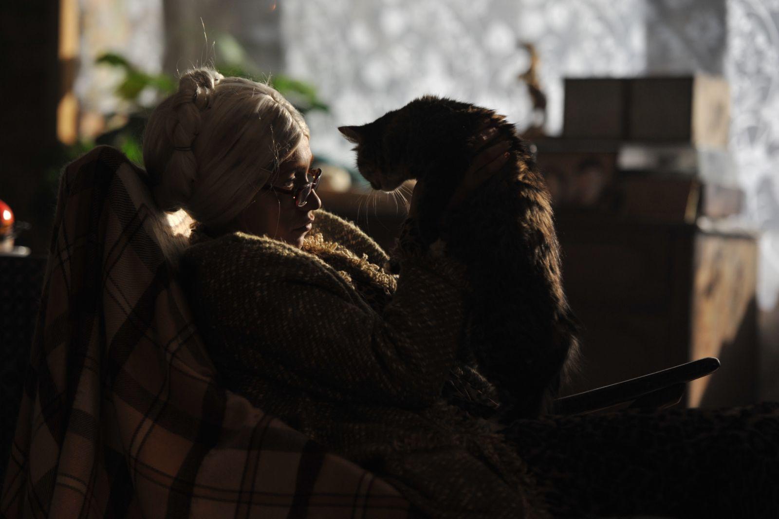 Регина Тодоренко перевоплотилась в 75-летнюю старуху в новом клипе